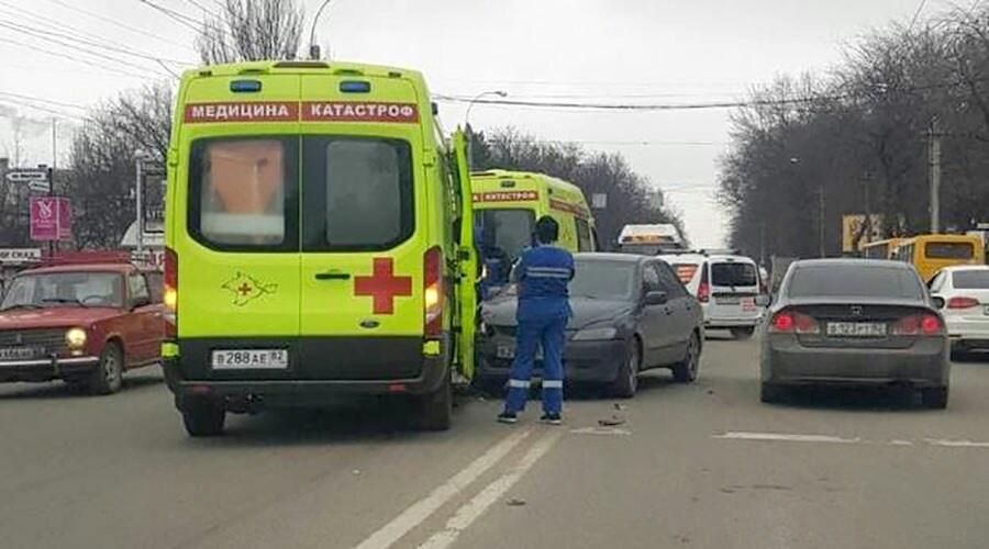 В Симферополе в ДТП попала «скорая» с пациентом, есть пострадавшие
