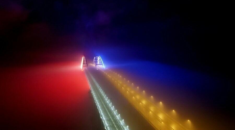 На железнодорожной части Крымского моста оборудуют подсветку (видео)