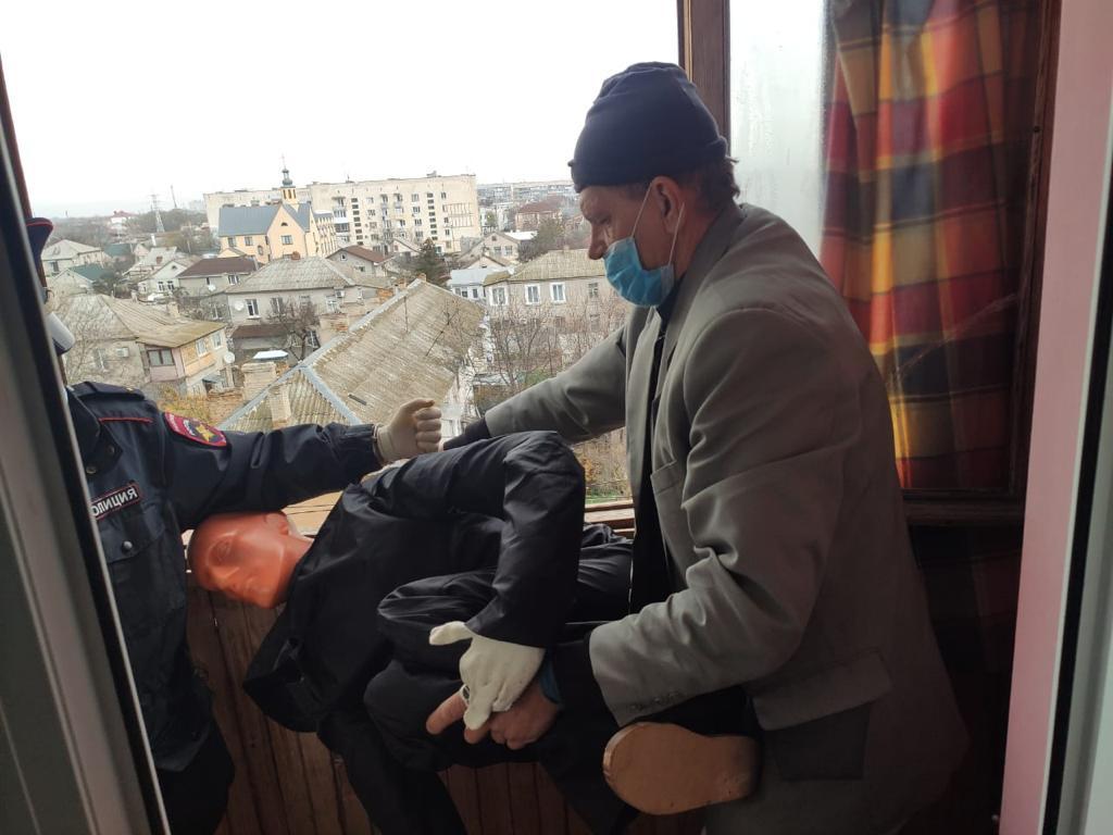 «Сбросил с пятого этажа»: Следком Крыма раскрыл убийство 11-летней давности