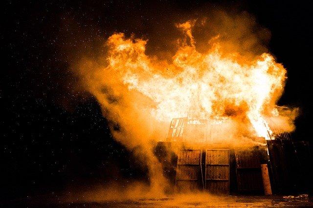 Под Севастополем спасатели тушили пожар в частном секторе
