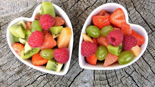 Не всегда идут на пользу: врач объяснила, как правильно есть фрукты