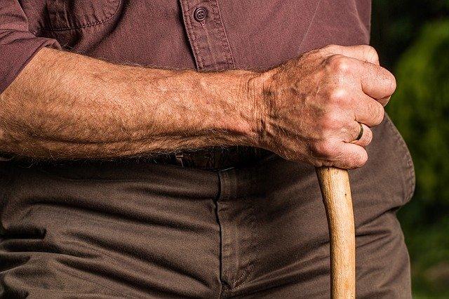 В Севастополе мошенник проник в квартиру пенсионера под видом волонтера