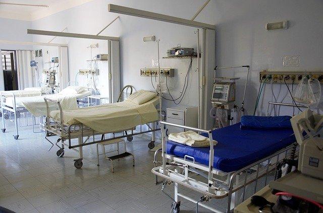 Из окна севастопольской больницы выпал пациент и погиб