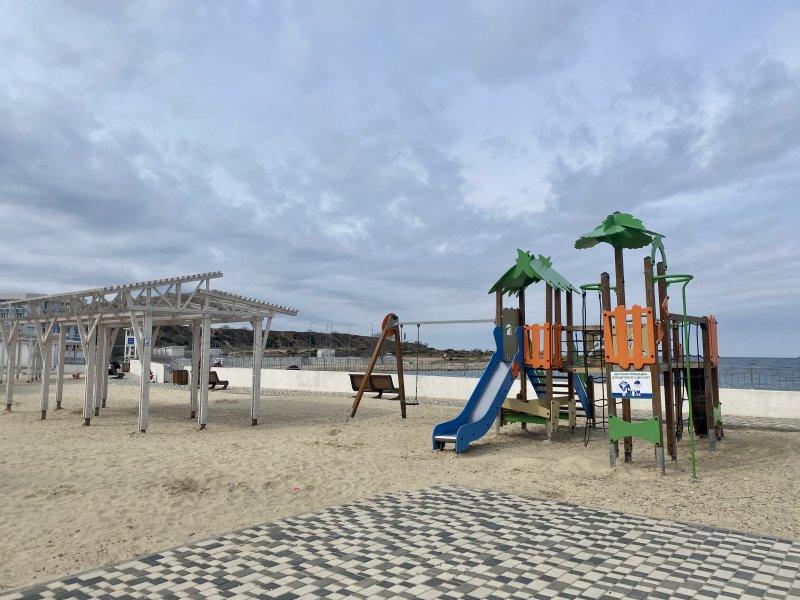 Севастопольские пляжи начали готовить к купальному сезону