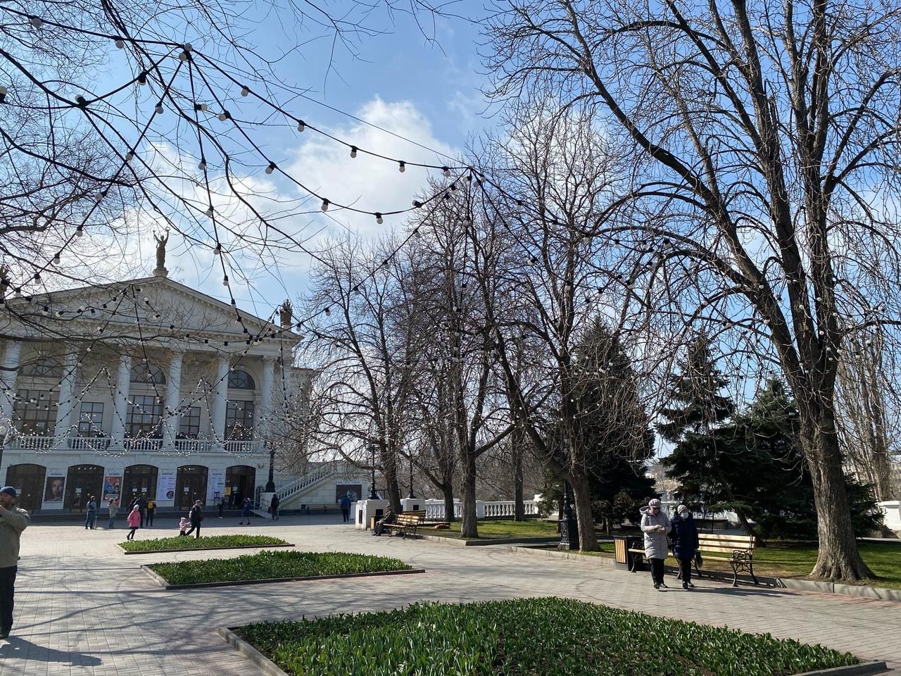 Горхоз Севастополя 8 Марта поздравляет женщин с Новым годом