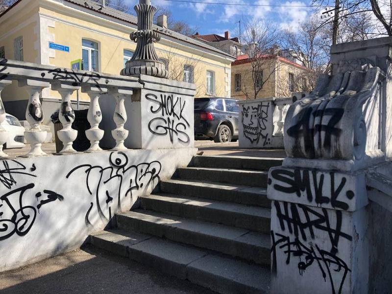 Недавно разрисованную в Севастополе Таврическую лестницу приведут в порядок
