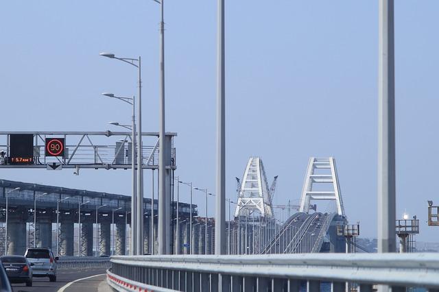 На Крымском мосту частично перекроют движение