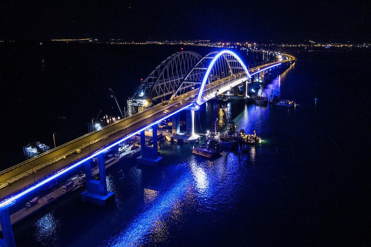 На дороге к Крымскому мосту установят новое освещение
