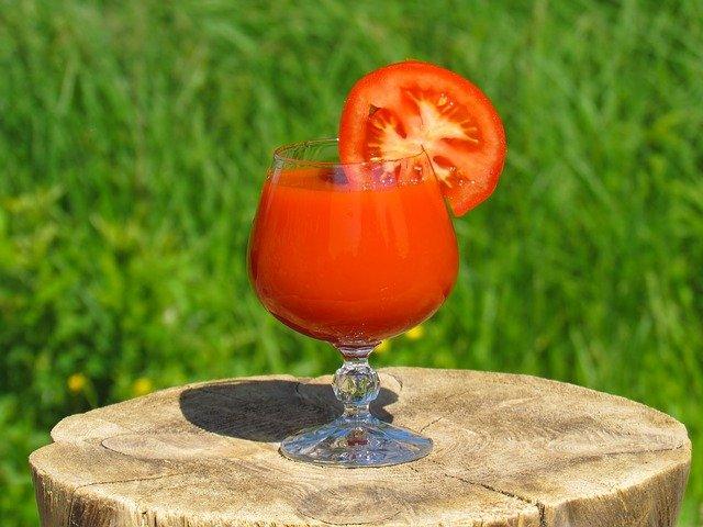 Врачи рассказали о пользе томатного сока