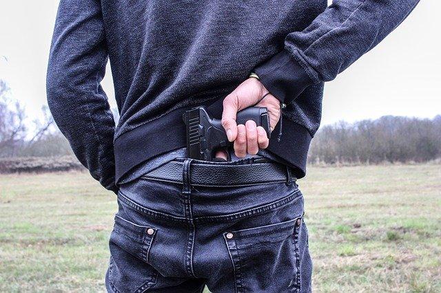 В Крыму ищут злоумышленника, ограбившего с пистолетом офис микрозаймов
