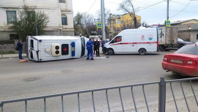В Севастополе «скорая» врезалась в грузовик, есть пострадавшие