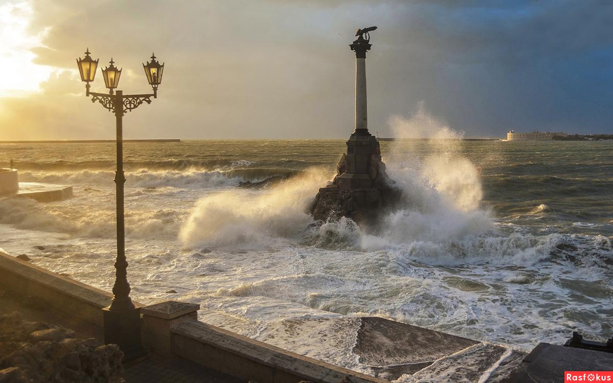 На дне Черного моря в Севастополе взорвали мину времен ВОВ