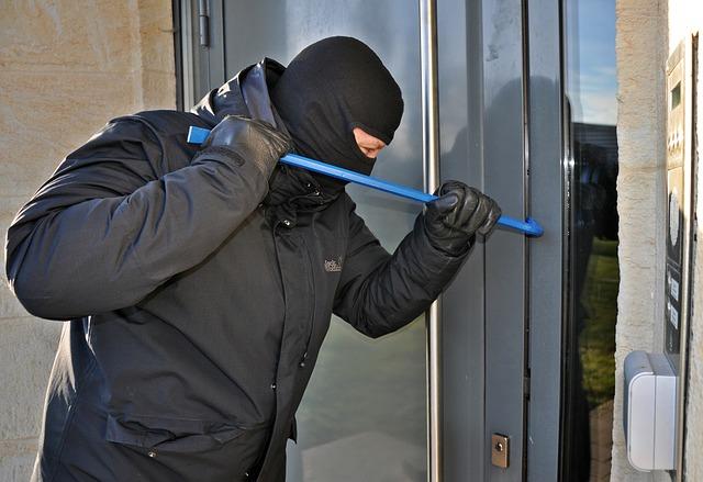 Продумал хитрую схему: бывший квартиросъемщик ограбил жилье симферопольца