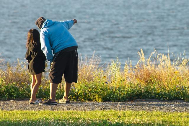 Недетские игры: крымчанин оставил «засосы» на шее своей 11-летней дочери