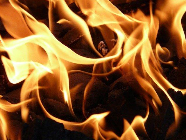 Крымчанин перепутал и вместо машины неприятеля сжег другой автомобиль