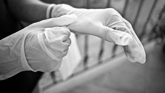 Специалист рассказал, зачем носить защитные перчатки