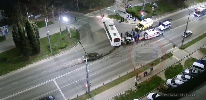 Стали известны подробности ночного ДТП в Севастополе, есть пострадавшие