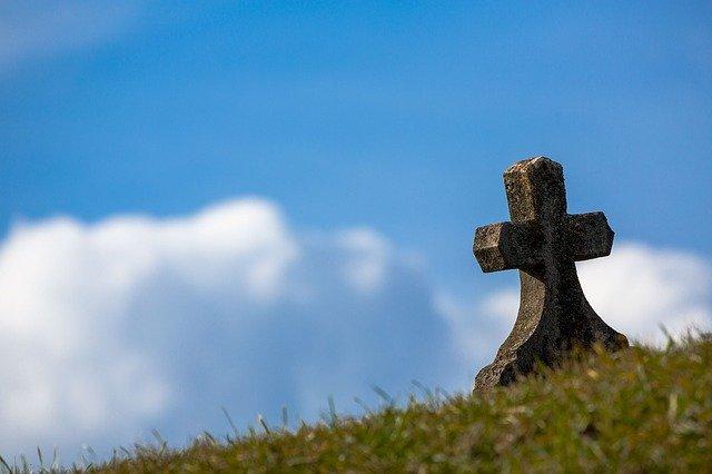 «Представлялся работником городской службы»: крымчанин ограбил кладбище