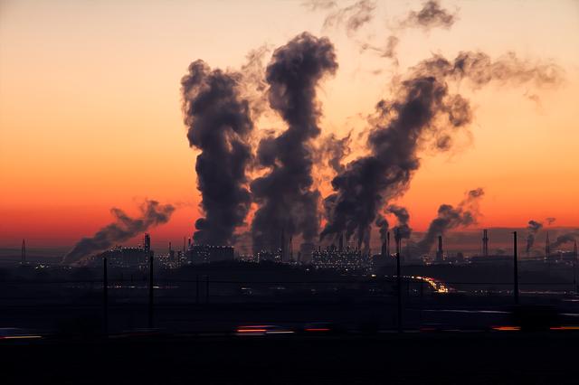 Семь предприятий загрязняли воздух на востоке Крыма