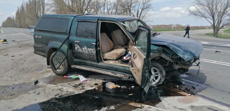 В Крыму спасатели вырезали водителей из иномарок после ДТП