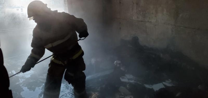 В крымском городе загорелся этаж жилого здания