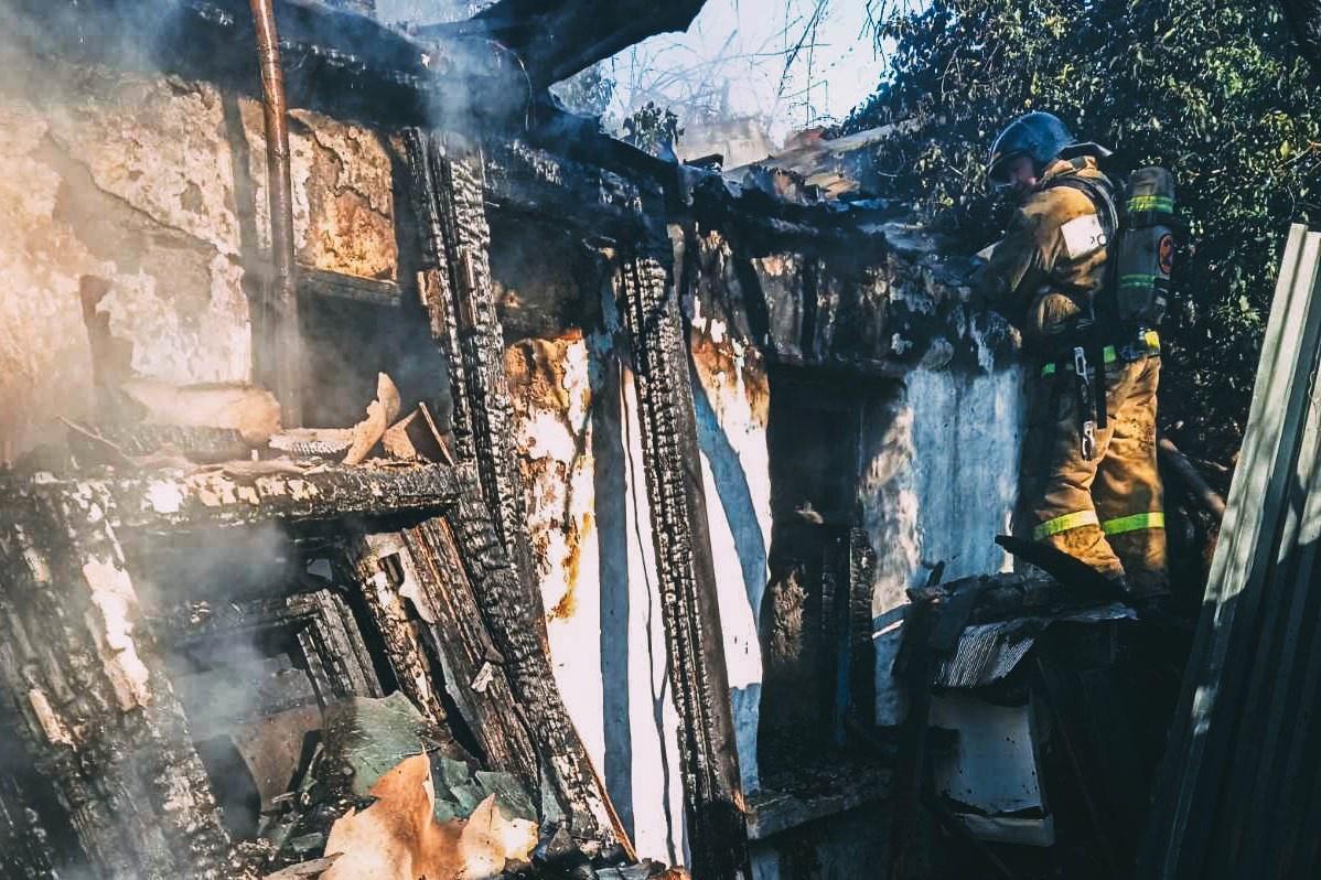 В Севастополе тушили пожар повышенного ранга (фото)