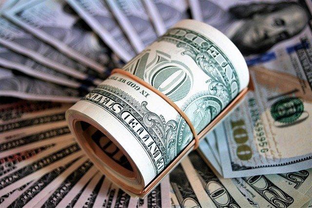 «Бонни и Клайд»: в Крыму супруги похитили сейф с деньгами