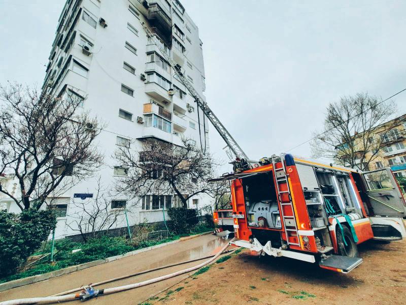 В Севастополе горела квартира в многоэтажке на проспекте Октябрьской революции (фото)
