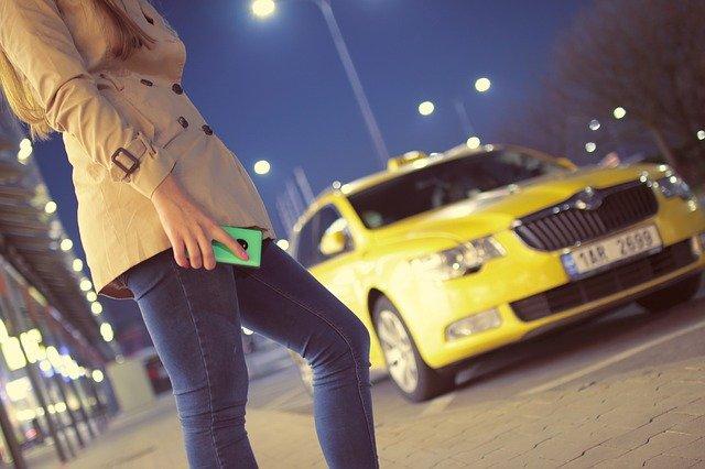 В Севастополе школьницу сбило такси на пешеходном переходе