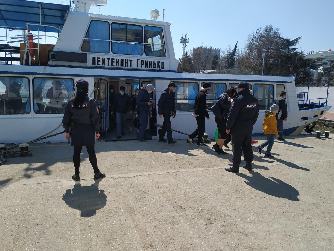 Пассажиров севастопольских катеров штрафуют за отсутствие масок