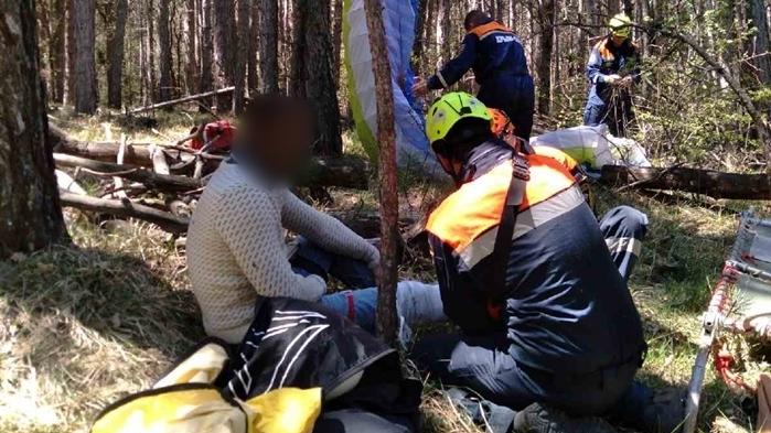 Сотрудники МЧС РК оказали помощь пострадавшему парапланеристу