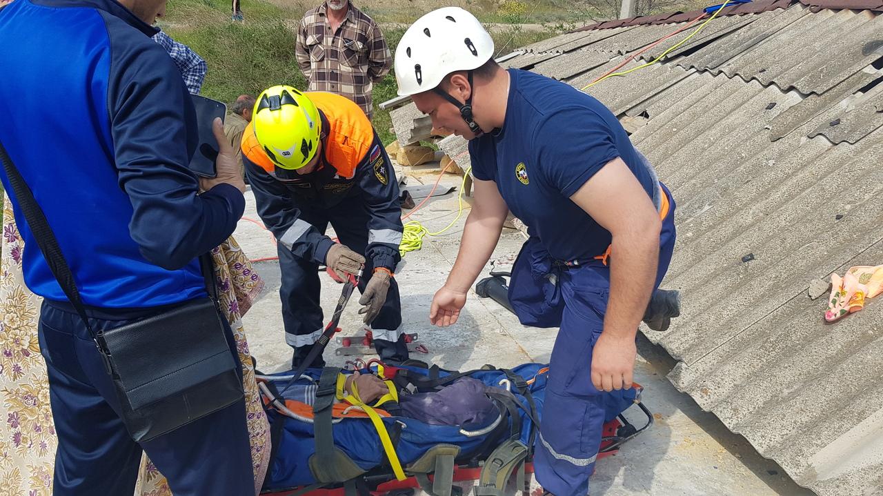 В Крыму на мужчину упала крыша строящегося дома (фото)