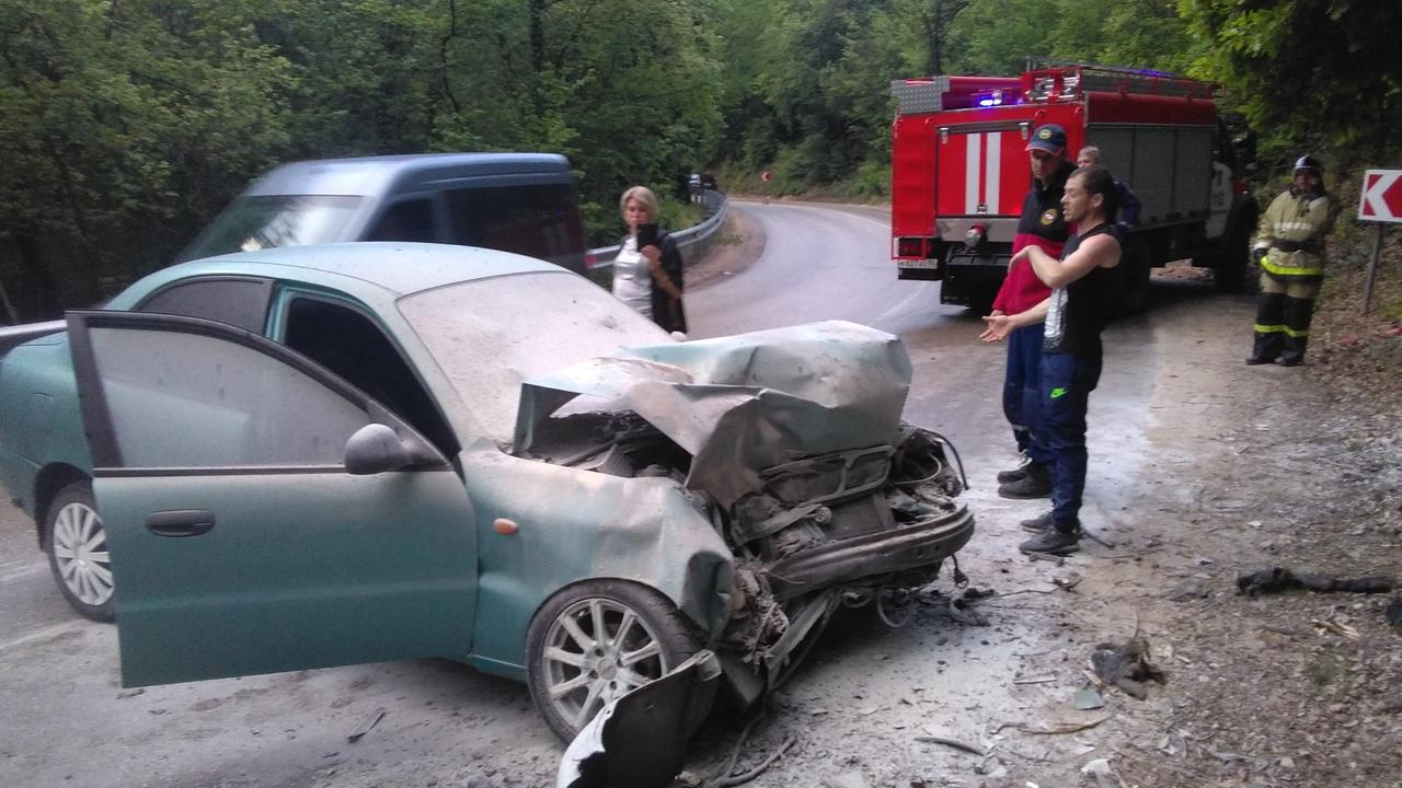 На выходных в Крыму произошло массовое ДТП, есть пострадавшие (фото)