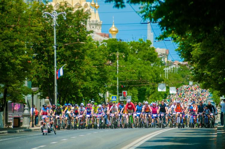 На площади Нахимова до 30 мая ограничат остановку транспорта