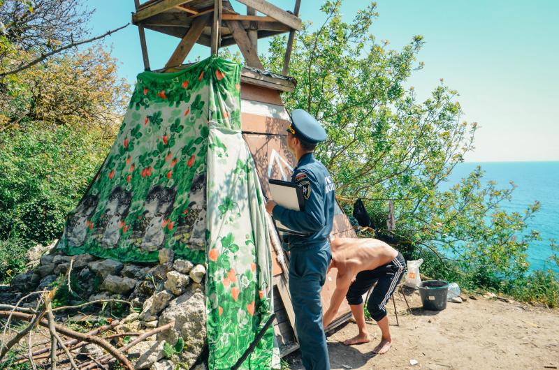 Туристы на мысе Фиолент построили шалаши и баню (фото)