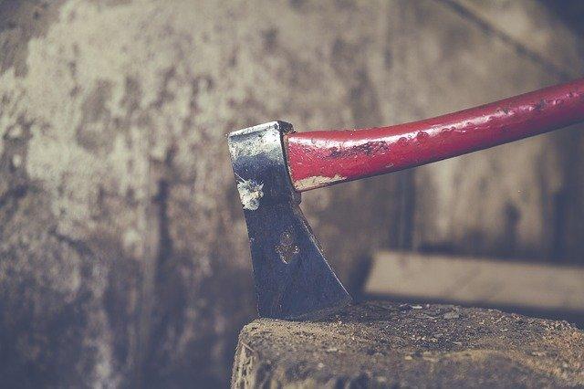 Симферополец проломил топором череп женщине