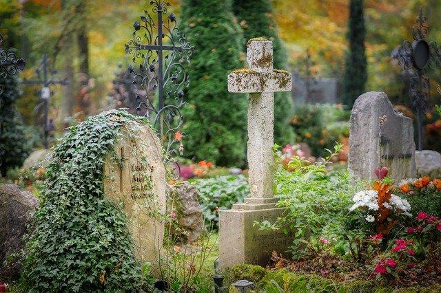 Крымчане похитили металлическое ограждение с могилы на кладбище