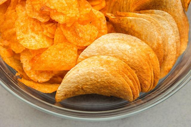 Названы полезные для фигуры чипсы