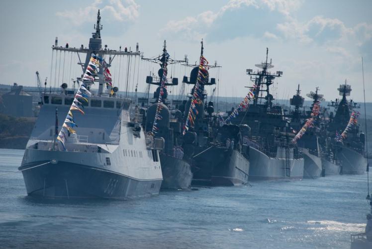 Развожаев поздравил севастопольцев с Днем Черноморского флота