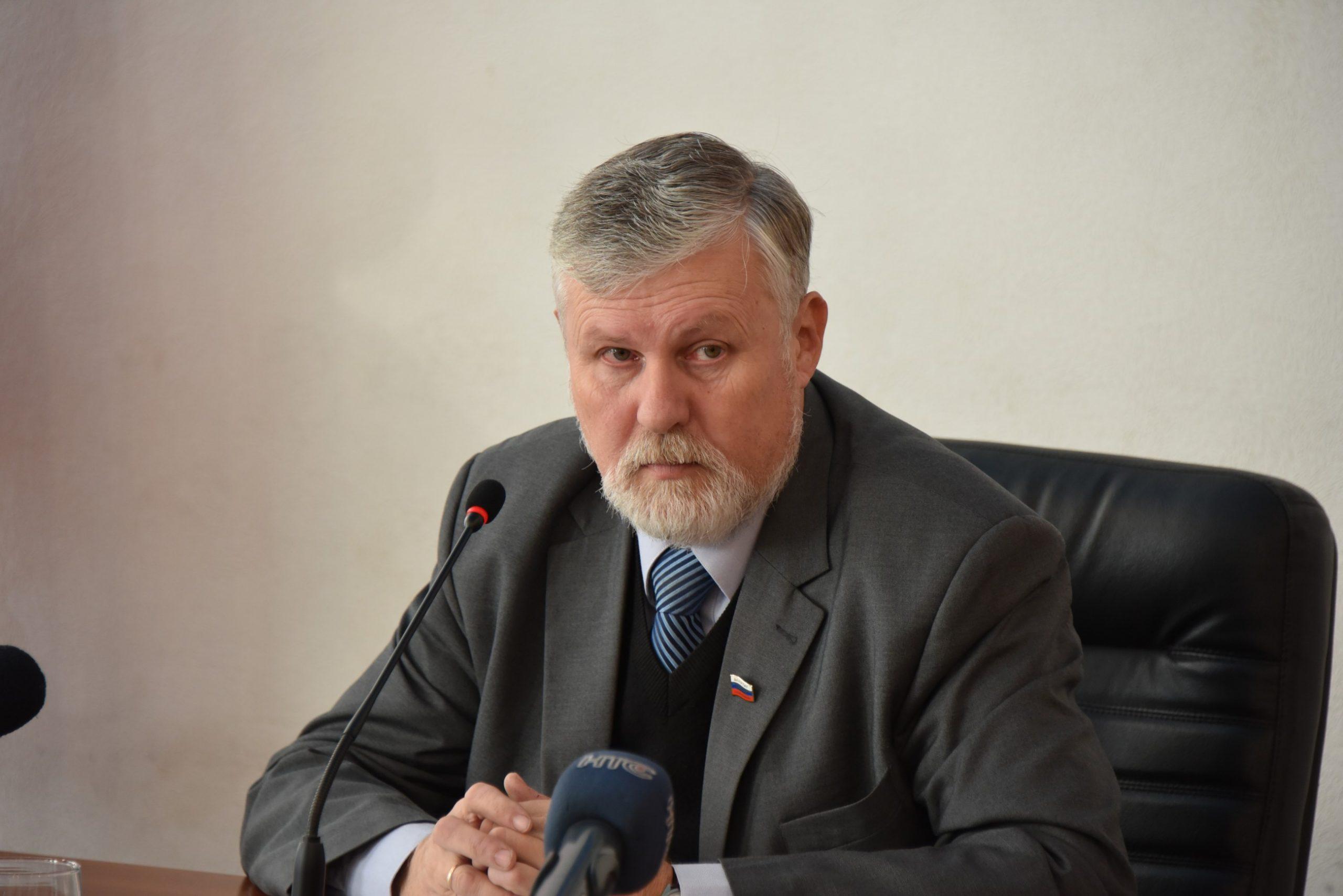 Зачем экс-депутат Аксенов опять идет во власть?