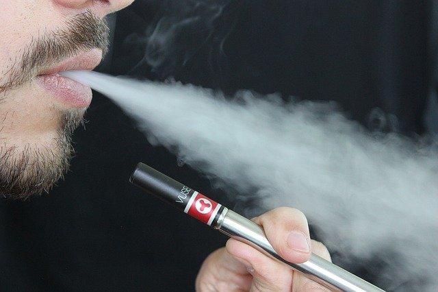В РФ могут запретить жидкость для электронных сигарет