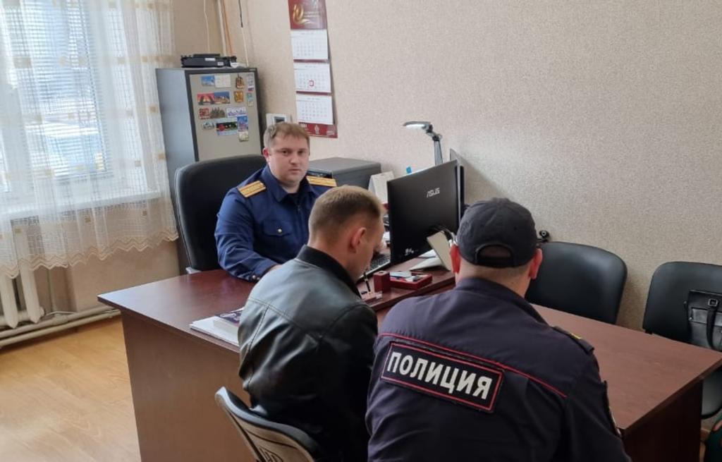 В Крыму полицейский избил мужчину, чтобы тот написал расписку о возврате денег