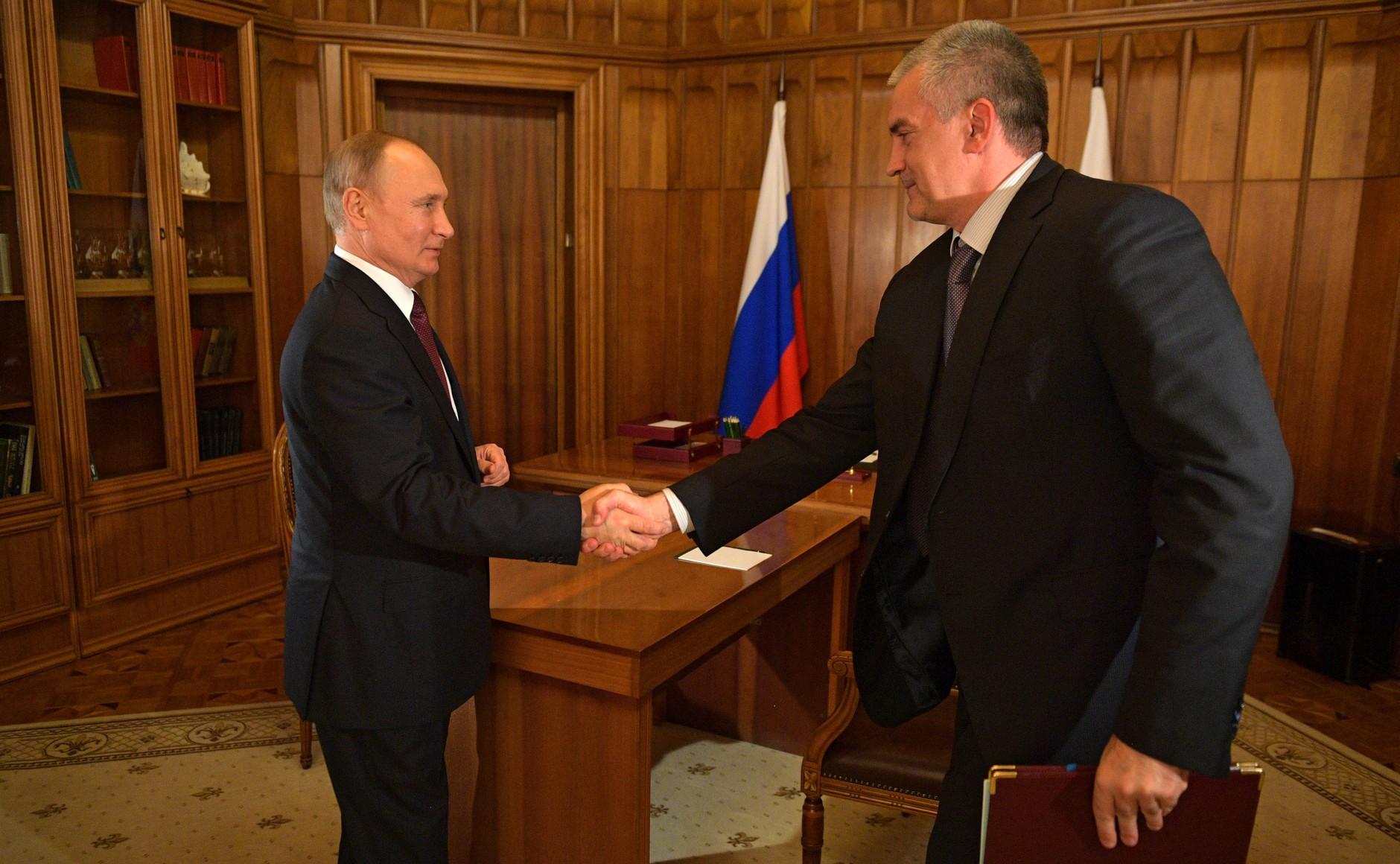 Путин наградил Аксенова орденом за вклад в развитие Крыма
