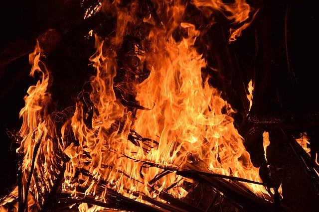 Ночью на пожаре в Крыму погиб человек