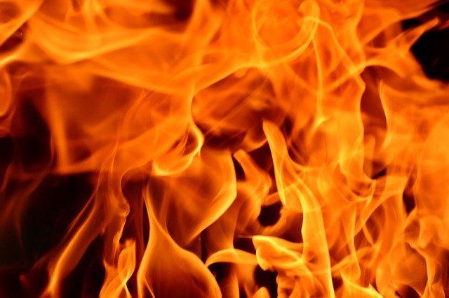 Возле Крымского моста дотла сгорела фура
