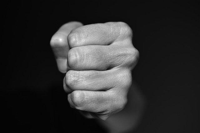 В Алуште иностранец спровоцировал конфликт и напал на женщину
