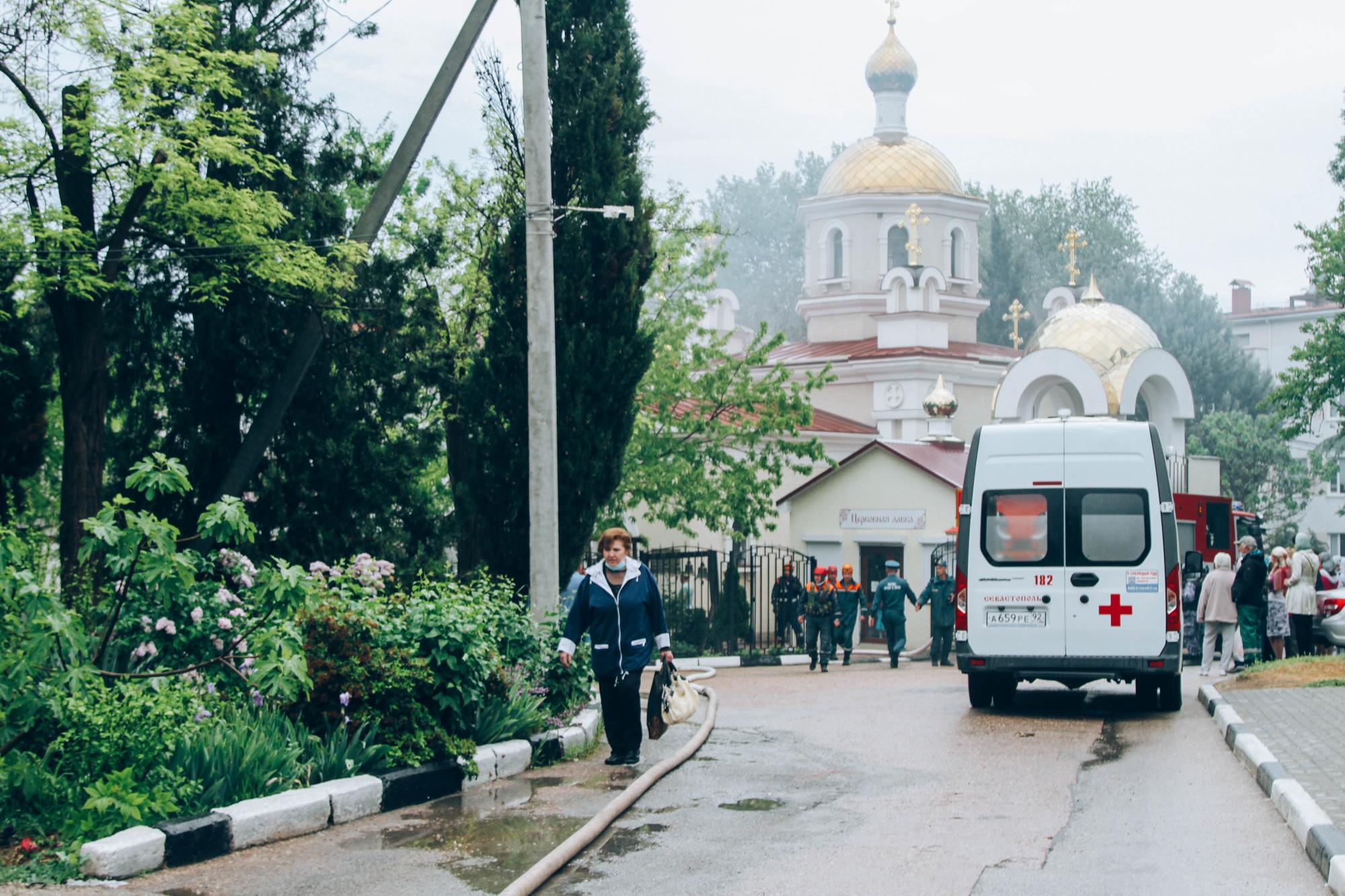 В Севастополе на территории горбольницы № 1 горел храм