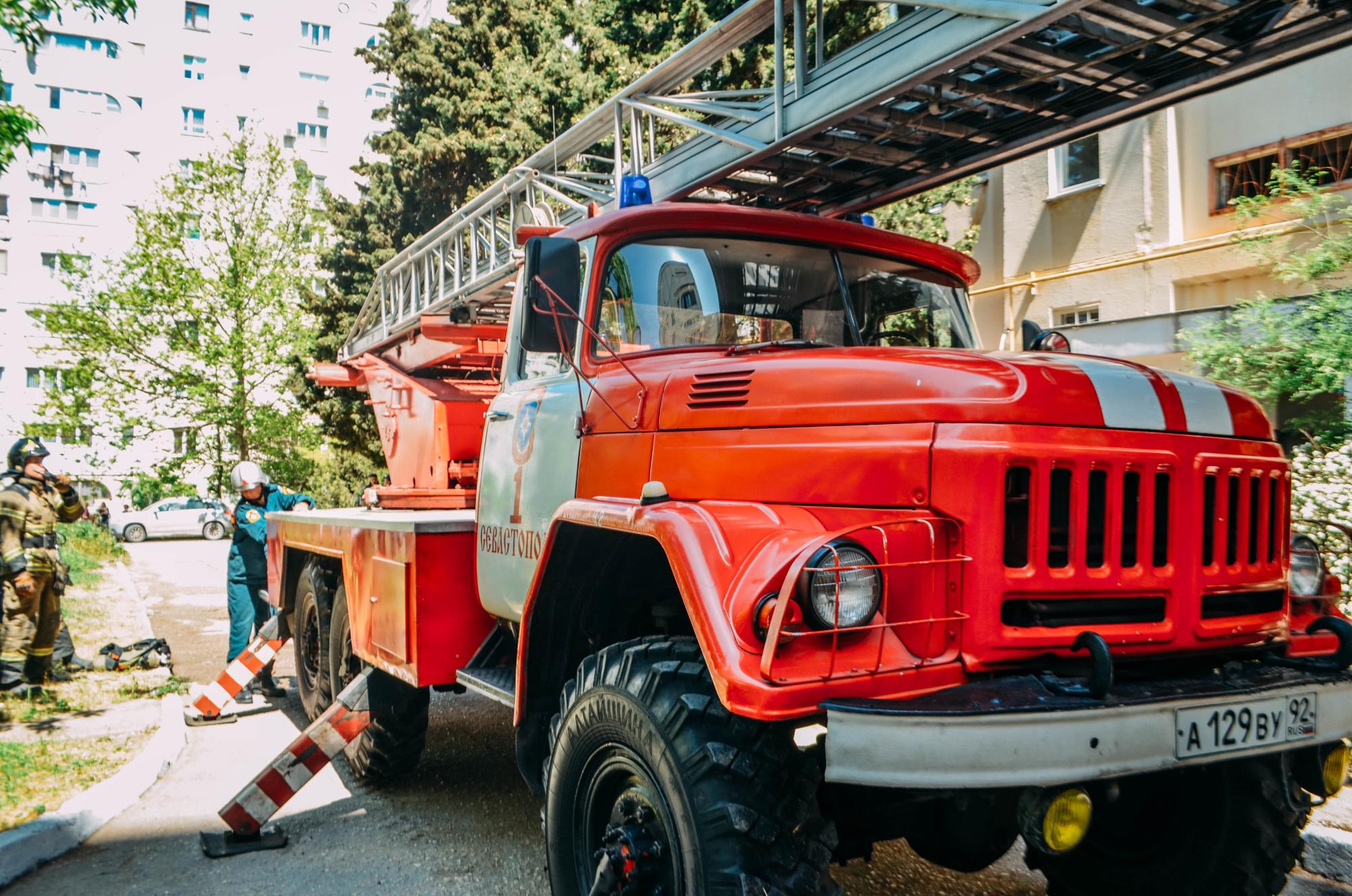В Симферопольском районе спасатели тушили жилой дом