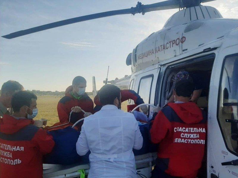 Пострадавшую сестру погибшей в огне в Севастополе девочки отправили на вертолете в Краснодар