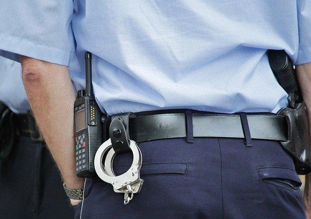 На крымской границе задержали двух мужчин, находящихся в федеральном розыске